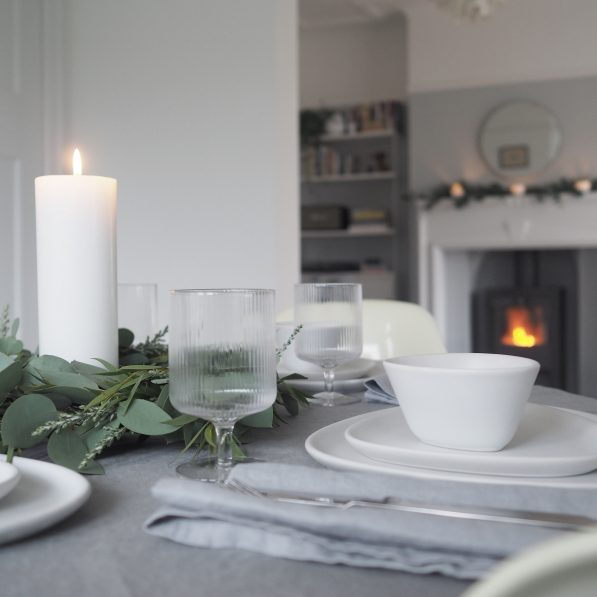 Christmas table styling with LindDNA