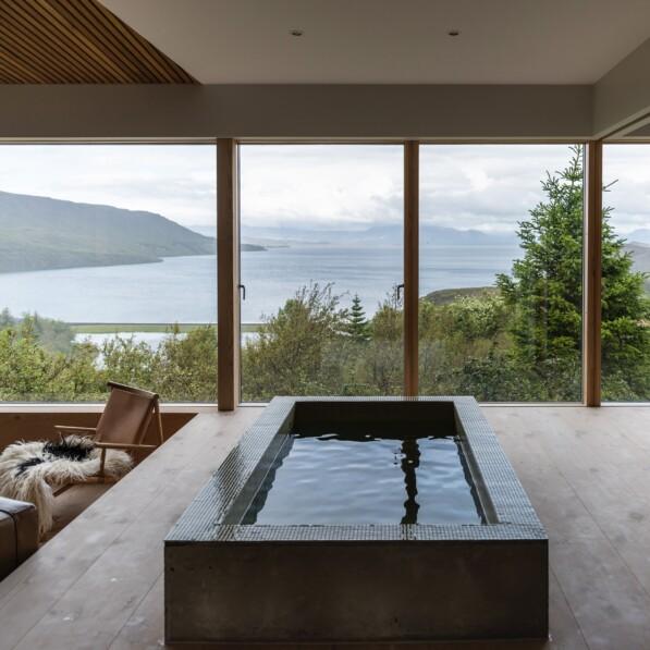 Icelandic holiday home overlooking Lake Thingvallavatn